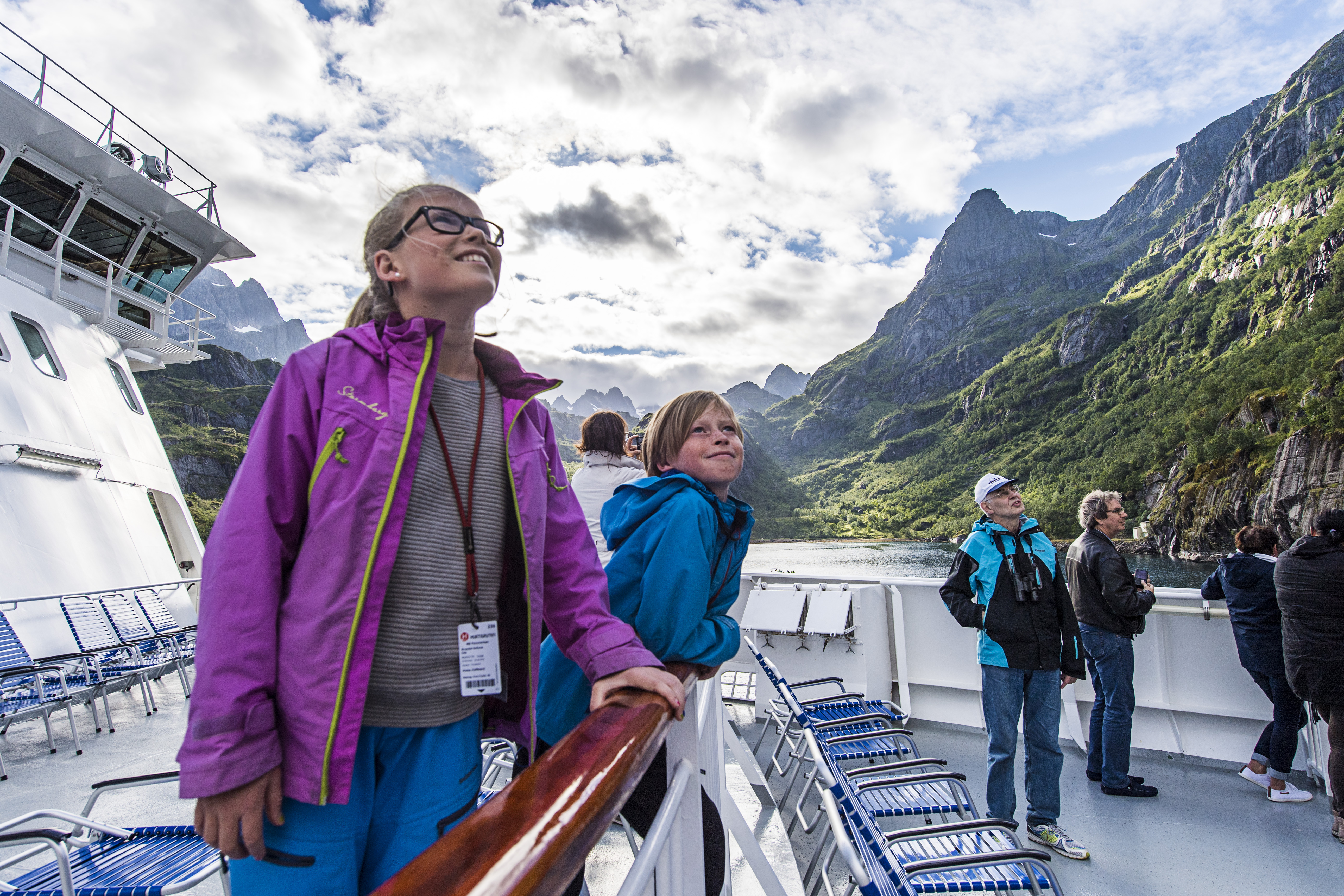Jóvenes exploradores con Hurtigruten