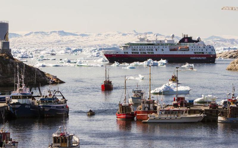 El Barco de lujo MS Fram trasladó a los coruñeses y gallegos lo más exclusivo del Mundo en cruceros de lujo, 10 días 9.000 euros por rincones inaccesibles de ensueño para privilegiados.